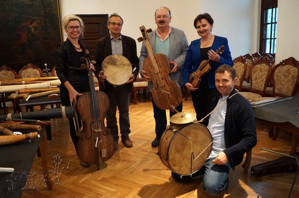 Muzeum Ludowych Instrumentów Muzycznych. Rozstrzygniecie V Ogólnopolskiego Konkursu na Budowę Ludowych Instrumentów.