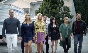 """Na ten moment czekały miliony fanów, którzy wychowali się w latach 90. Już niebawem będzie miał premierę pierwszy odcinek kultowego serialu """"Beverly Hills 90210""""."""