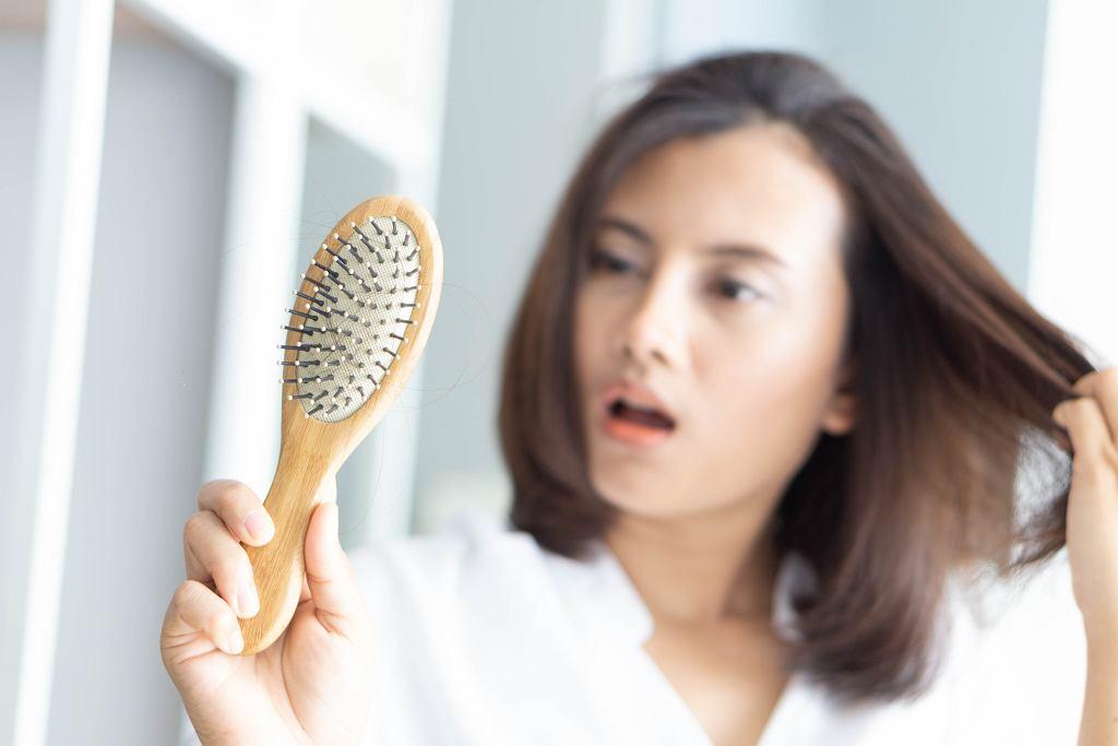 Masz cienkie włosy? Tego typu produktów nie może zabraknąć w twojej kosmetyczce