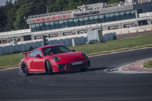 Race Taxi, czyli instruktorzy pokazują na co naprawdę stać samochody Porsche