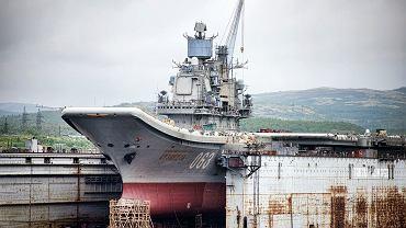 Lotniskowiec Admirał Kuzniecow w doku PD-50