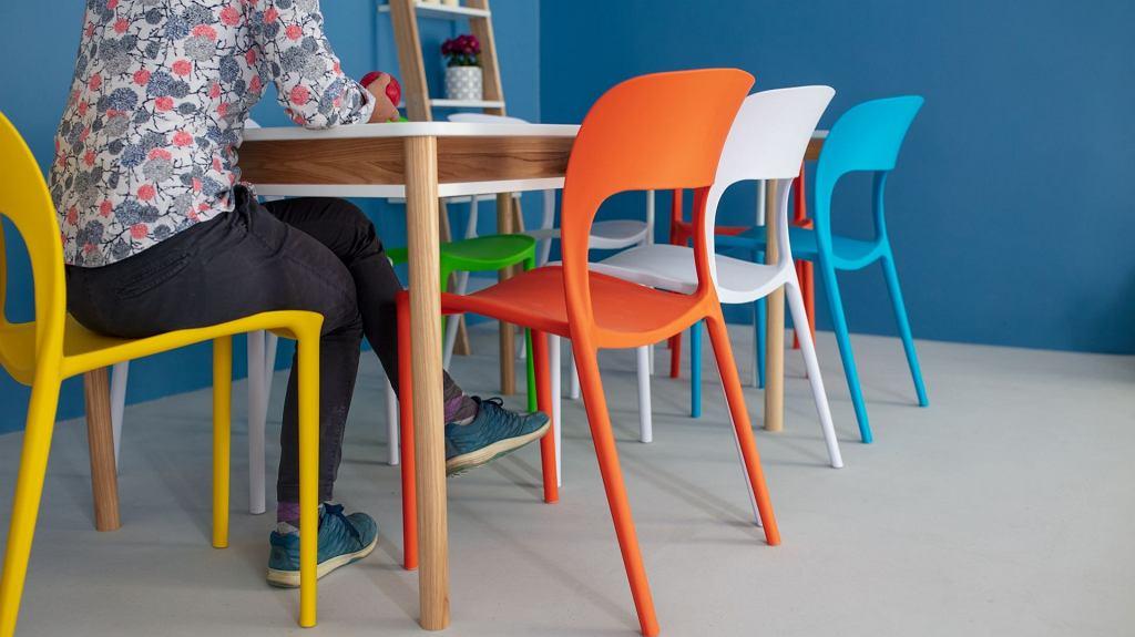 Stolik Zeen i krzesła UFO