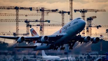 Boeing 747 startujący z Frankfurtu
