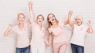Kobiety z różowymi wstążkami
