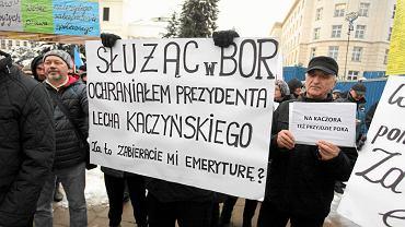 Demonstracja przeciw obniżeniu emerytur służbom mundurowym. Warszawa, 2 grudnia 2016