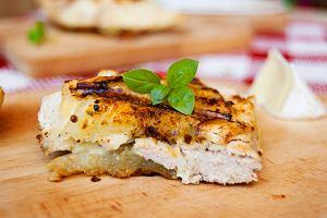 Kurczak grillowany w kabaczku z serem brie