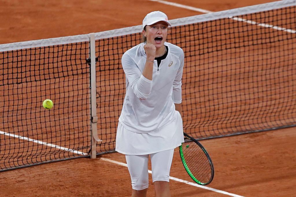 Roland Garros. Iga Świątek pokonała Simonę Halep i jej w ćwierćfinale