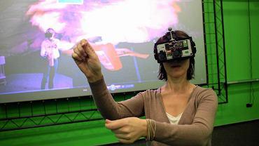 Autorka tekstu w Laboratorium Rzeczywistości Wirtualnej - uczy się pracy w kopalni