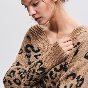 Sweter ze zwierzęcym motywem