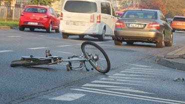 Rowerzystka potrącona na Mokotowie. Za kierownicą mercedesa siedział były poseł Artur Zawisza