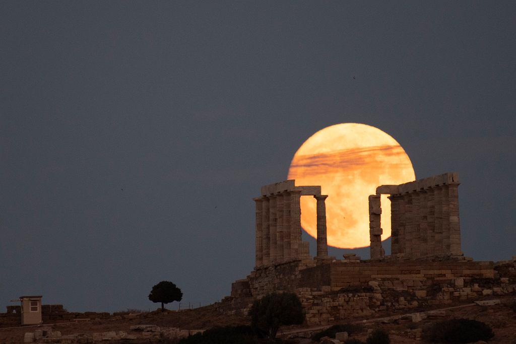 Pełnia Księżyca sfotografowana 21 sierpnia 2021 roku
