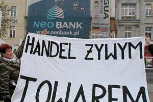 "Profesor bojkotuje NeoBank za ""czyścicieli"" kamienic"