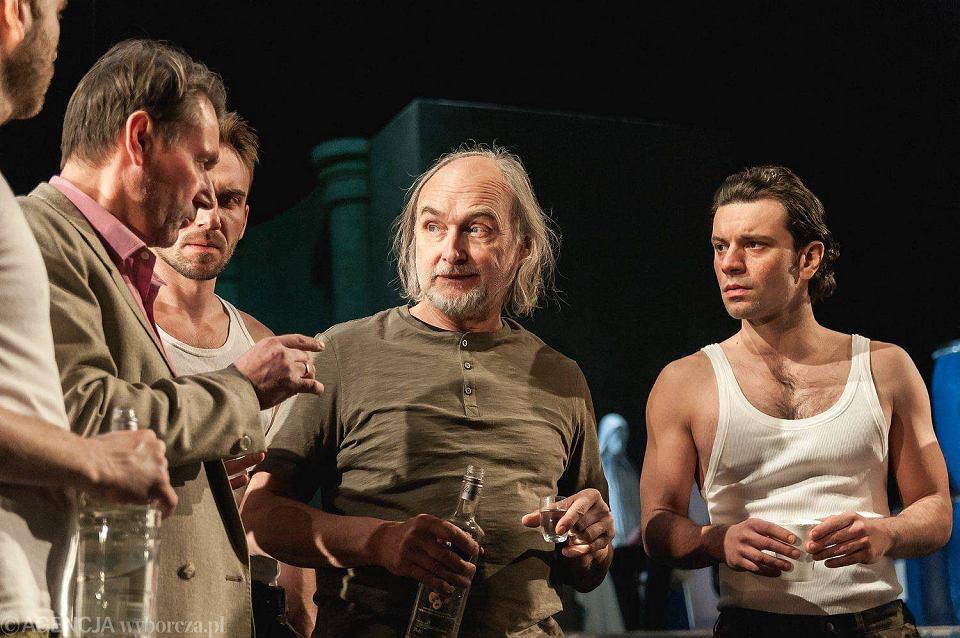 Janusz Łagodziński (w środku) podczas próby spektaklu 'Klątwy' w Teatrze Osterwy w Lublinie
