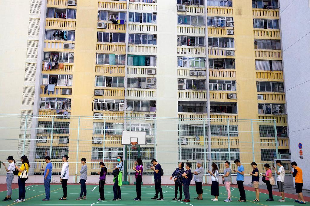 24.11.2019, Hongkong, kolejki do lokali wyborczych.