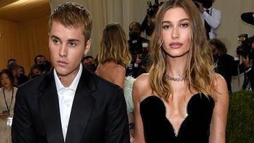 Bieber na gali znacząco kładł dłonie na brzuchu Hailey. Przestał, gdy powiedziała mu jedno zdanie. Jakie? Wiadomo z ruchu jej warg