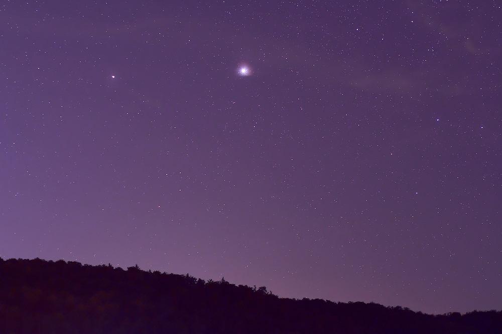 'Pierwsza gwiazdka' tradycyjnie rozpoczyna kolację wigilijną. Na zdjęciu koniunkcja Jowisza i Saturna