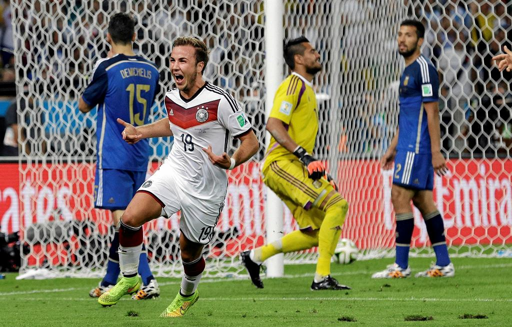 FILE - In this July 13, 2014 file photo, Germany's Mario Goetze celebrates after scoring the opening goal past Argentina's goalkeeper Sergio Romero during the World Cup final soccer match between Germany and Argentina at the Maracana Stadium in Rio de Janeiro, Brazil. Mario Goetze, Leroy Sane and Mauro Icardi have each achieved plenty in their careers but they won't be achieving anything at the upcoming World Cup as they belong to a group of elite players left off otheir national team squads. (AP Photo/Victor R. Caivano, File) SLOWA KLUCZOWE: WSOC2014