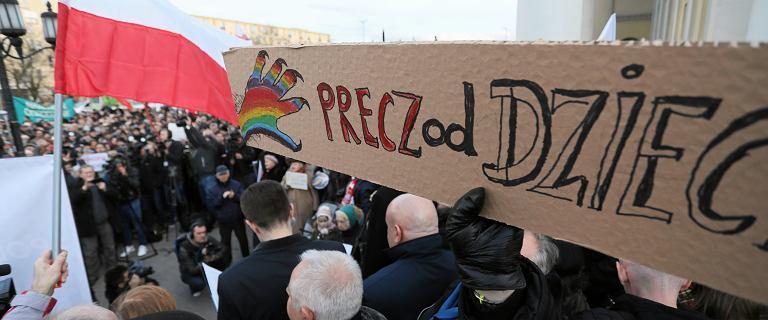 Warszawa: protest przeciwko Karcie LGBT+.