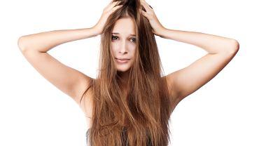Sucha skóra głowy wymaga pielęgnacji po zimie