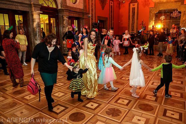 Zdjęcie numer 30 w galerii - Na dworze Królewny Śnieżki, czyli bal karnawałowy najmłodszych [ZDJĘCIA]
