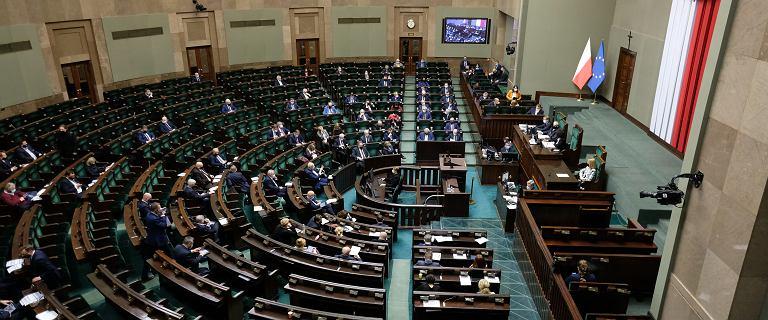 Posłowie KO poparli ustawę o Sądzie Najwyższym przez problemy z Wi-Fi