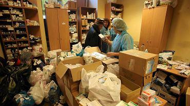 Wolontariusze w kijowskim centrum medycznym udzielają pomocy rannym demonstrantom
