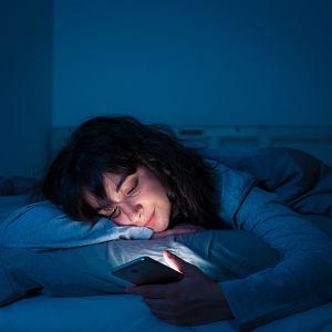 Bezsenność. Sposoby na dobry sen. Jak spać lepiej? Jak zasypiać? Dlaczego budzimy się w nocy?