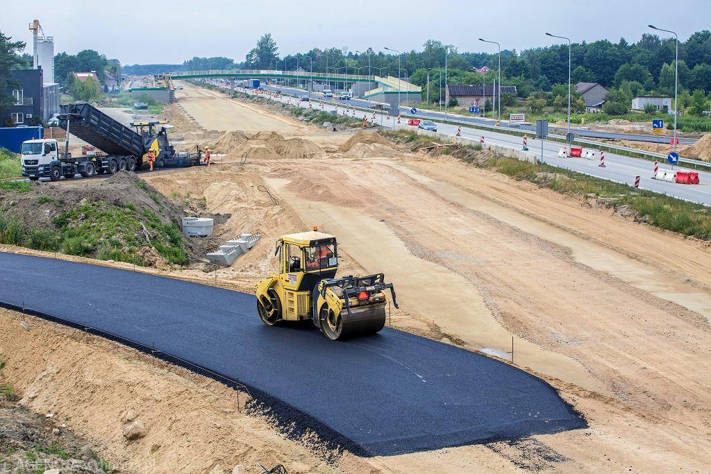 Budowa drogi S8 między Nadarzynem a Radziejowicami, lipiec 2018 r.