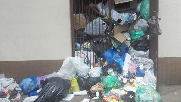 Śmieci na Mokotowie. Altana śmietnikowa przy ul. Gagarina