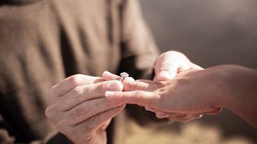 Ile powinien kosztować pierścionek zaręczynowy? 'Nie może być tani'