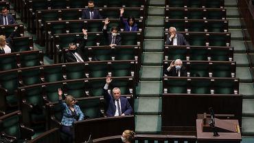 30.04.2020, posiedzenie Sejmu na którym głosowano m.in. ustawę o 'tarczy antykryzysowej 3.0'