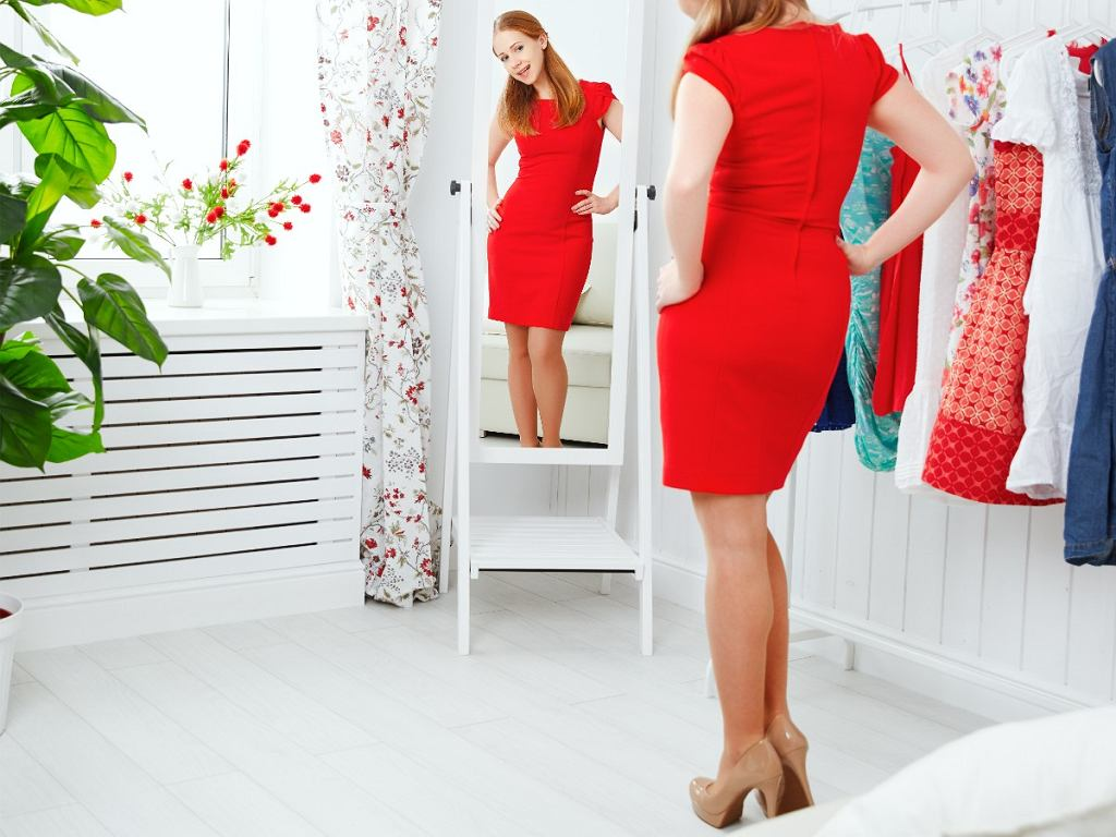 fasony sukienek, które wyszczuplają