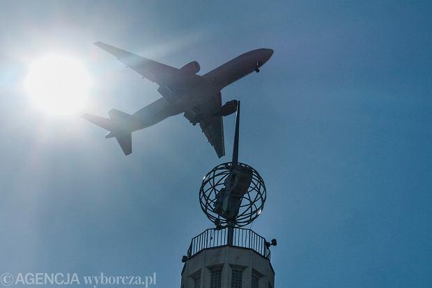 Zakaz lotów przedłużony do 23 maja. Jest kilka wyjątków