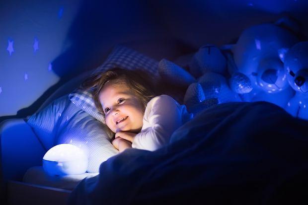 Lampki nocne dla dzieci ułatwiają spokojny i dobry sen.