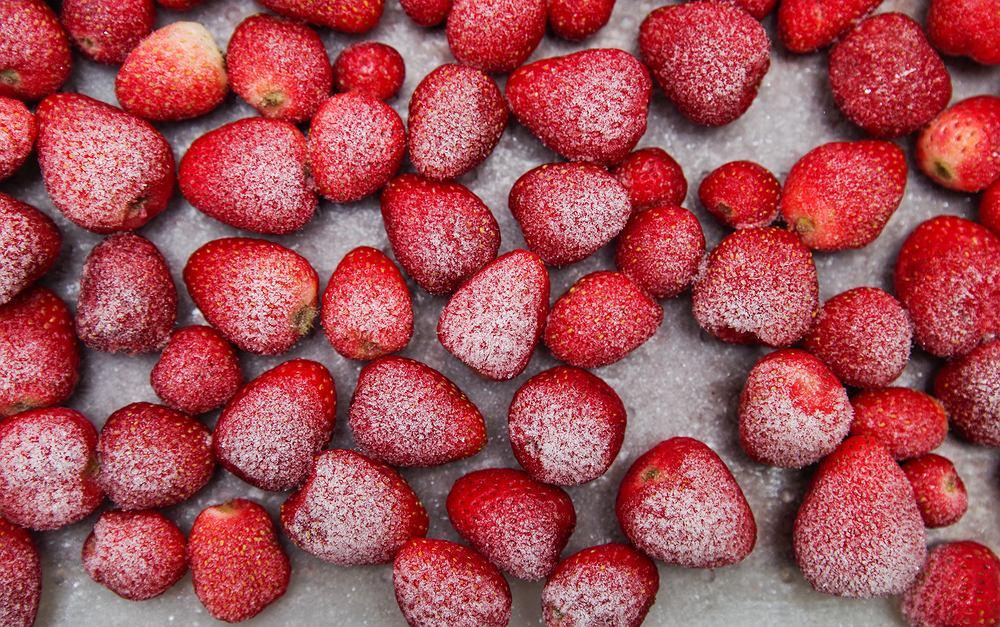 Jak mrozić truskawki? Grunt to wybór odpowiednich owoców [PORADNIK]