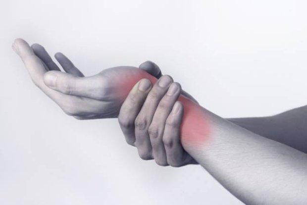 Zespół de Quervaina, czyli zapalenie pochewki ścięgnistej: objawy, diagnoza, leczenie