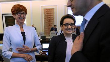 Minister edukacji Anna Zalewska oraz minister pracy Elżbieta Rafalska i premier Mateusz Morawiecki podczas posiedzenia rządu PiS. Warszawa, 12 czerwca 2018