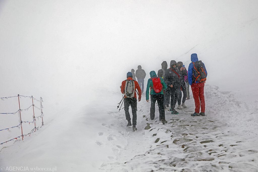 Sytuacja pogodowa w Tatrach 30 maja 2021 r. Tak wyglądało majowe ochłodzenie i opady śniegu na Kasprowym Wierchu