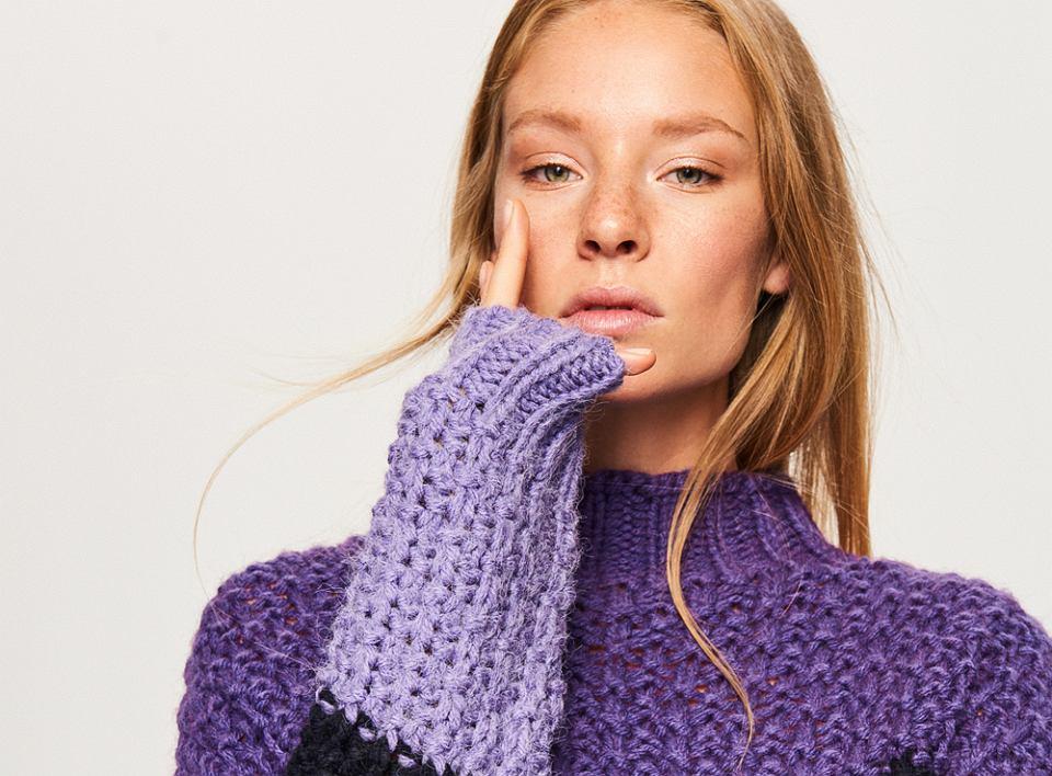Sweter o widocznym grubym splocie