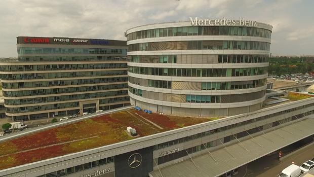 Pasieka Mercedesa - ule na dachu polskiego oddziału Mercedes-Benz