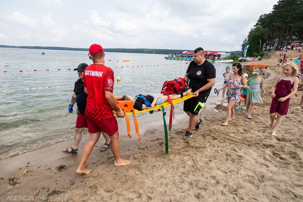 Plaża w Pieczyskach. Pokaz ratownictwa