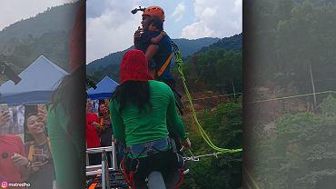 30-latek skoczył na bungee z 2-letnią córką w ramionach