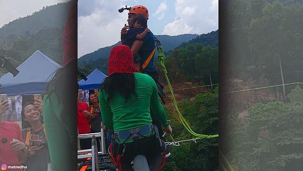 Ojciec skoczył na bungee trzymając na rękach 2-letnią córkę. Wszystko nagrał i chwali się filmikiem w sieci