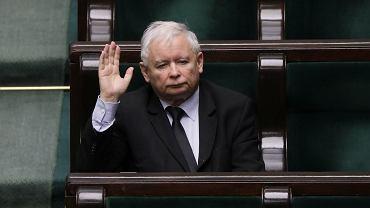 Prezes partii rządzącej Jarosław Kaczyński w sejmowych ławach - w dobie pandemii koronawirusa. Warszawa, 8 kwietnia 2020