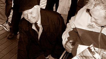 Grudzień 2015 r. Andrzej Pogorzelski w trakcie odsłaniania swojej tablicy pamiątkowej na stadionie im. Edwarda Jancarza w Gorzowie