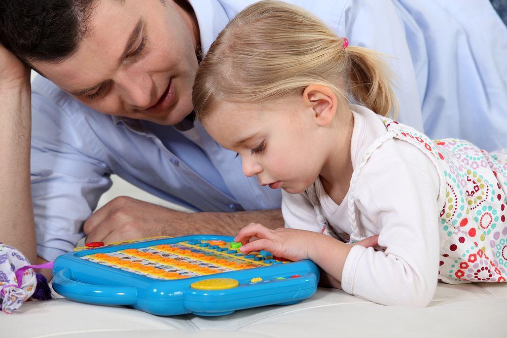 Zabawki interaktywne są jak podręczniki dla dzieci.