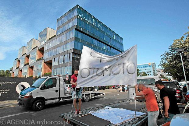 Pikieta pod siedzibą Allegro. Dilerzy aut walczyli o obniżkę cen w OtoMoto