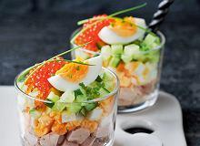 Sałatka z wędzoną rybą, jajkami i ogórkiem - ugotuj