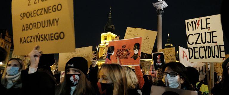 """Wypłynął przekaz dnia PiS. Postulaty protestujących? """"Burdy profanacje"""""""