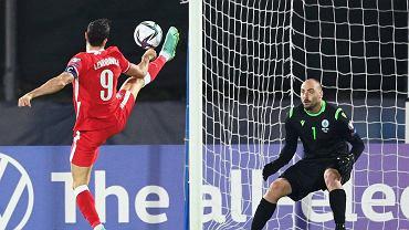 Robert Lewandowski strzela pierwszą bramkę w meczu z San Marino